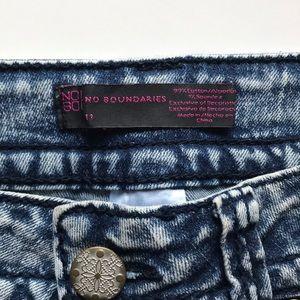 No Boundaries Shorts - Stone wash denim shorts